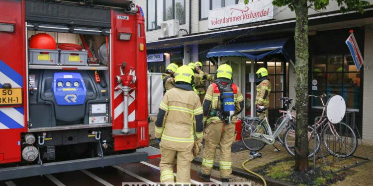 Brandje in viswinkel in Obdam snel onder controle