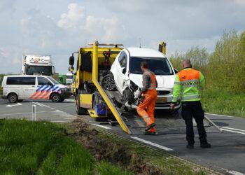 Drie auto's betrokken bij aanrijding in Enkhuizen; Bestuurders met de schrik vrij