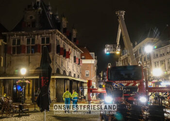 Brand in monumentale Waag op Roode Steen in Hoorn; 'snelle inzet heeft verdere escalatie voorkomen'