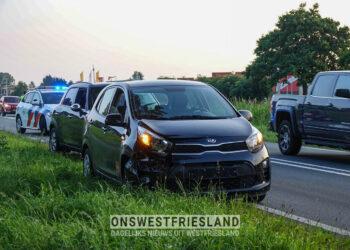 Auto's botsen bij Enkhuizen, getuige rijdt gevluchte bestuurder klem