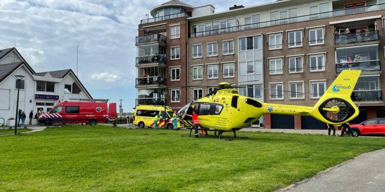 Persoon te water geraakt in Hoorn, slachtoffer met spoed naar ziekenhuis gebracht