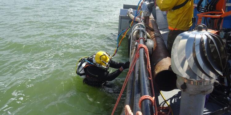 Duikteam doet onderzoek naar scheepswrak nabij Schellinkhout