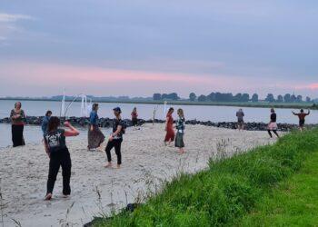 Silent Rave op het strand van Schellinkhout