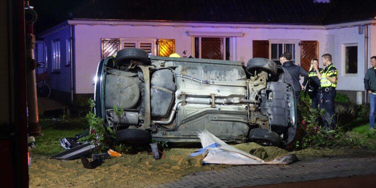 Twee gewonden bij crash met auto op de Westerblokker