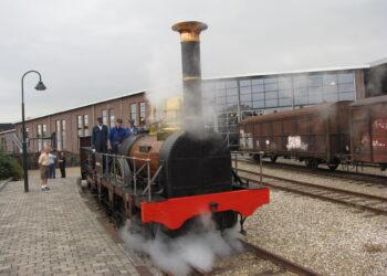 Replica van eerste trein in Nederland voor groot onderhoud naar Hoorn