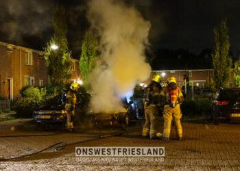 Auto in brand in Bovenkarspel; brandstichting niet uitgesloten