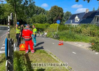 Twee fietsers botsen op elkaar op fietspad in Blokker, politie onderzoekt ongeluk