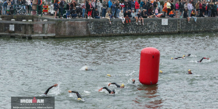 Ironman Westfriesland 2021: 70.3 start en zwemmen Hoornse haven [fotos]