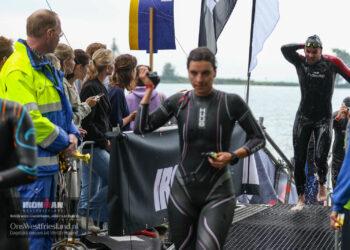 Ironman Westfriesland 2021: 70.3 vanuit het water naar transitiezone [fotos]