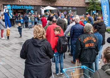 In de rij voor nieuwe Albert Heijn Zwaag Bangert Oosterpolder