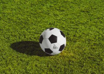 Column Peter Ursem:De bal is rond