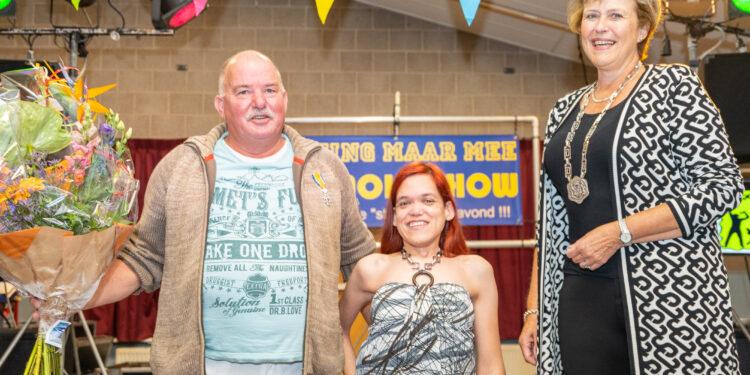 Onderscheiding voor Harry Ruitenburg; 40 jaar vrijwilliger bij Vereniging Paardrijden Gehandicapten Opmeer