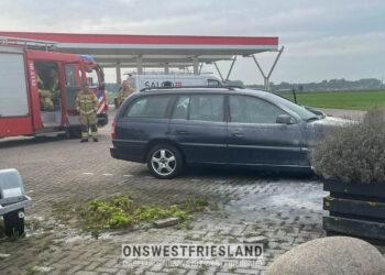 Rook uit de auto nabij tankstation aan de Kleine Wijzend in Berkhout