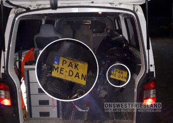 Scooterrijder daagt politie uit met kenteken 'PAK ME DAN'